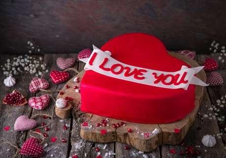 Guia da Cozinha - 9 bolos perfeitos para surpreender no Dia dos Namorados