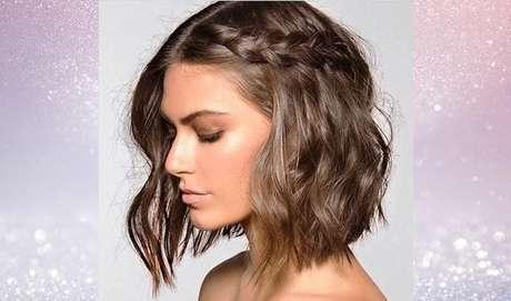 As tranças laterais são as mais comuns entre as mulheres de cabelo curtinho pois são fáceis de fazer e não precisam de fios muito longos – Foto: Reprodução/Pinterest
