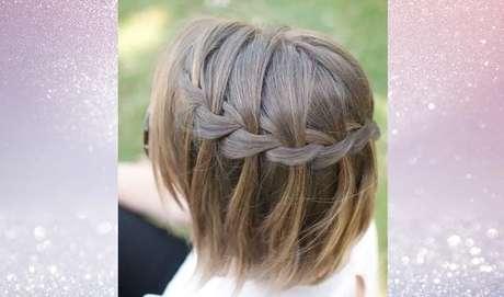 Uma das tranças para cabelos curtos que também fica linda é a cascata – Foto: Reprodução/Pinterest