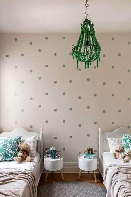 7. O quarto infantil também aderiu ao estilo retrô e optou por usar dois modelos iguais com pé palito. Fonte: Pinterest