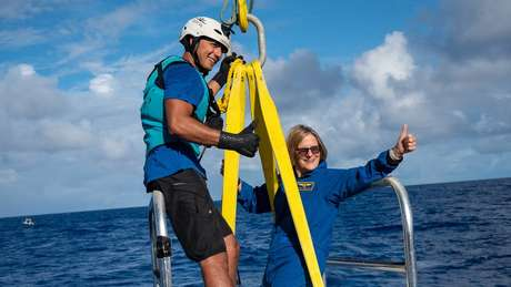 'Como oceanógrafa, ver em primeira mão o ponto mais fundo do oceano, local onde está acontecendo um processo geológico extraordinariamente poderoso, é diferente de ver imagens ou dados de outras pessoas fazendo isso', comemora Sullivan