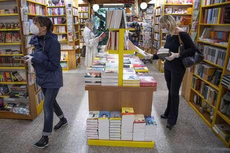 Livrarias foram um dos primeiros setores a reabrir na Itália
