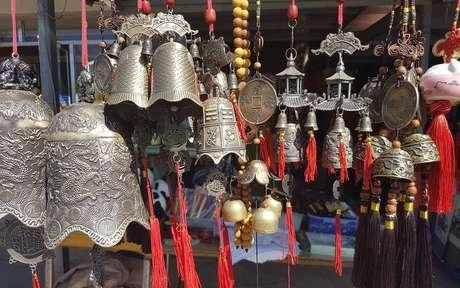 Objetos de metal simbolizam prosperidade - Crédito: Lina Mamone/Pexels