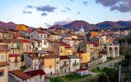 Pequena Cinquefrondi está vendendo casas a 1 euro