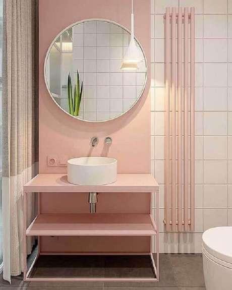 9. O banheiro planejado moderno ficou mais delicado com os tons de rosa pastel na decoração – Foto: Dicas Decor