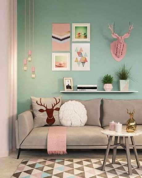 35. Você pode ousar na combinação de cores para a decoração rosa pastel – Foto: Archilovers