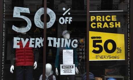 Economia britânica ficou praticamente parada no mês de abril, apenas com o funcionamento dos serviços essenciais