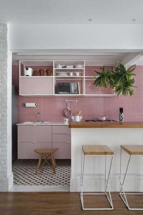 64. Decoração em tons de rosa pastel para cozinha americana planejada – Foto: Pinterest