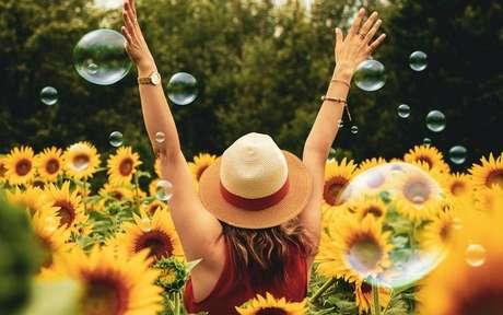 Para viver com mais felicidade, livre-se das energias negativas - Crédito: Andre Furtado/Pexels