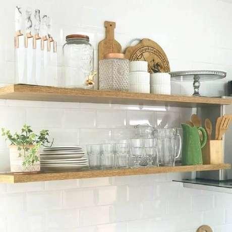 2. A prateleira suspensa é um ótimo item para ajudar na organização dos ambientes – Foto: Home It Decor