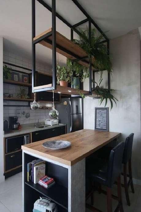 17. Decoração com estilo industrial para cozinha com prateleira aramada suspensa – Foto: Arkpad