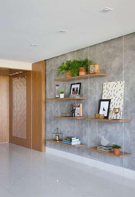 20. Decoração para parede de cimento queimado com prateleira suspensa – Foto: Casa de Valentina