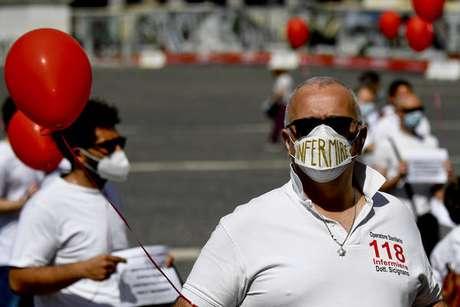 Flash mob de enfermeiros em Nápoles, sul da Itália