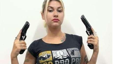 Winter foi uma das fundadoras da variante brasileira do grupo Femen e chegou a 'castrar' um boneco que representava o então deputado federal Jair Bolsonaro; hoje, dedica-se a defender pautas conservadoras