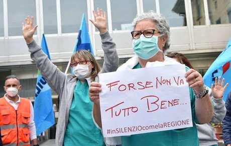 Profissionais da saúde protestam em Turim, na Itália