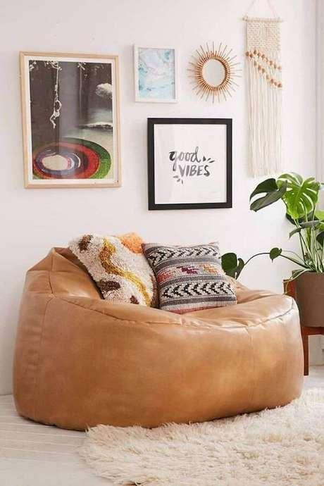 2. Puffs grandes para sala de estar aconchegante – Via: Pinterest