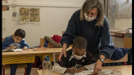 Ministro francês considerou a volta às aulas uma 'emergência social'