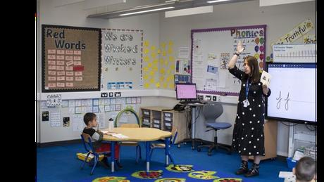 Em algumas escolas britânicas, menos da metade dos alunos esperados apareceram no primeiro dia de volta às aulas