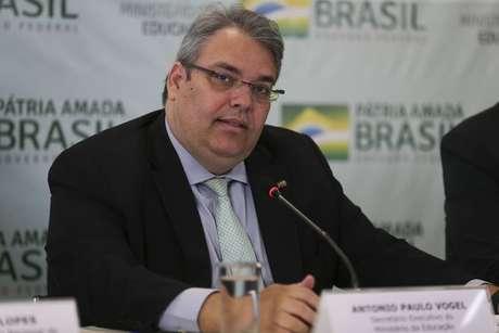 O secretário-executivo do Ministério da Educação, Antônio Paulo Vogel, durante entrevista coletiva em junho de 2019