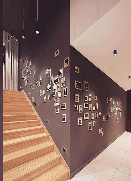 11. Invista em uma galeria com uma bela composição de quadros de parede decorativos para personalizar seu ambiente – Foto: Behance