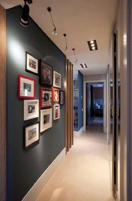 12. Invista em uma parede com quadros de fotografia para o corredor de sua casa – Foto: Pinterest