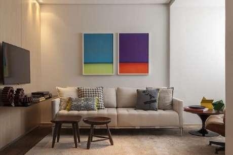 15. Modelos coloridos de quadros de parede decorativos são excelentes para decorar ambientes com cores neutras – Foto: Studio Mira Arquitetura