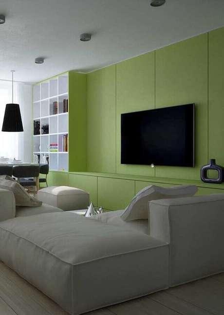 20. Decoração de sala verde com sofá modular cinza claro – Foto: Architecture Art Designs]