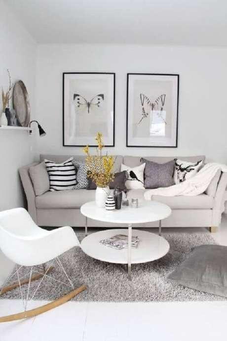 26. Decoração minimalista com quadro para parede de sala de estar cinza e branca – Foto: Home Fashion Trend