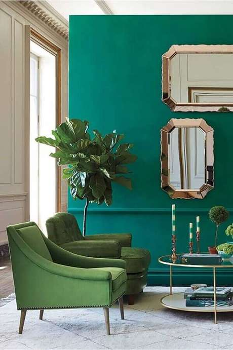 28. Espelhos decorativos para um toque sofisticado na decoração de sala verde – Foto: Pinterest