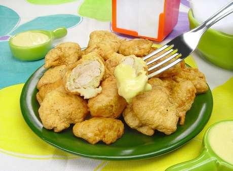 Guia da Cozinha - Receitas de frango empanado que são sequinhas e crocantes