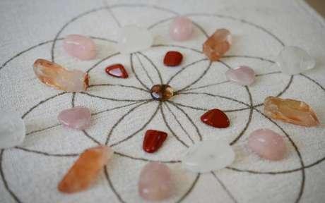 As mandalas de cristais podem ter diferentes funções - Crédito: Holly Mazour/Shutterstock