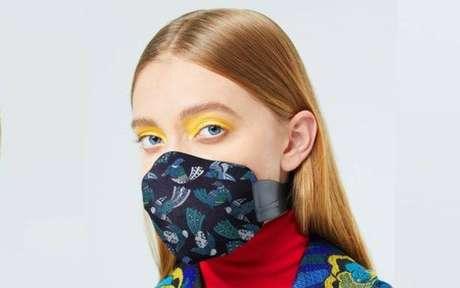 Maquiagem e máscara