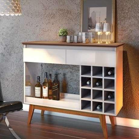 2. O aparador com adega embutida acomoda taças e garrafas. Fonte: Pinterest