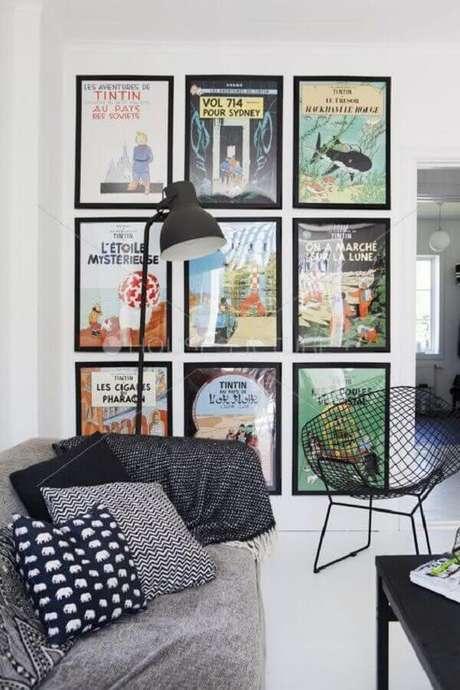 36. Parede de quadros divertidos para decoração de sala jovem e moderna – Foto: Archidea
