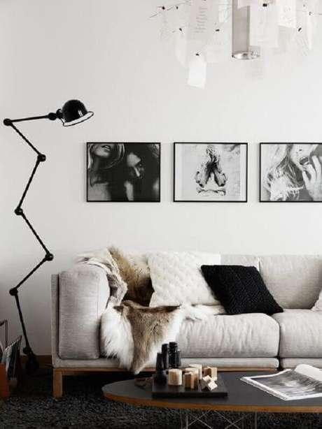 51. Quadro para parede de sala de estar branca e preta – Foto: Deavita