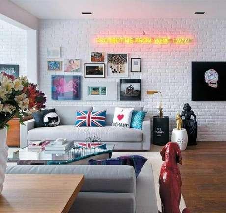 60. Quadros de parede decorativos para sala de estar com estilo jovem e moderno de decoração – Foto: Só Decor