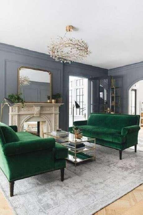 9. Decoração clássica e sofisticada para sala verde e cinza – Foto: Pinterest