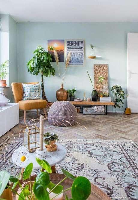 6. A sala verde água é ideal para quem procura por um espaço alegre e bem descontraído – Foto: Histórias de Casa