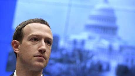 Fundador do Facebook, Mark Zuckerberg disse que plataforma vai evitar moderar o debate político