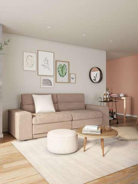 3. Sala com sofá 2 lugares na cor bege – Via: Mobly