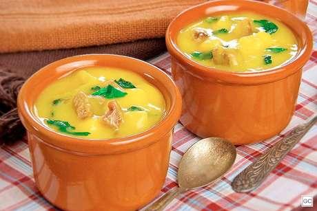 Guia da Cozinha - Sopas e caldos de mandioquinha para deixar o inverno mais gostoso