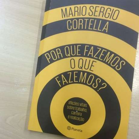 """""""A tarefa da filosofia é levantar indagações sobre o sentido das coisas, por que fazemos o que fazemos"""", diz Cortella. Aqui, foto de livro de sua autoria com esse mesmo título."""