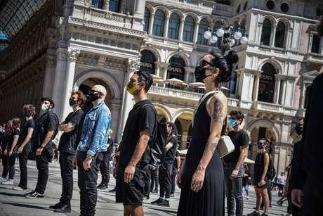 Flash mob de artistas em Milão para pedir ajuda do governo à indústria do entretenimento