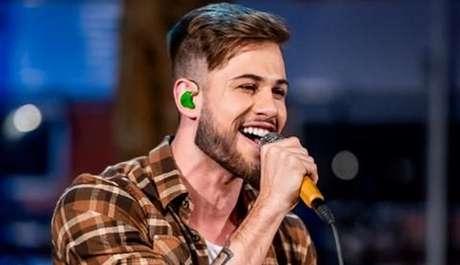 Junior Villa é um dos novos galãs da música sertaneja a fazer sucesso na internet