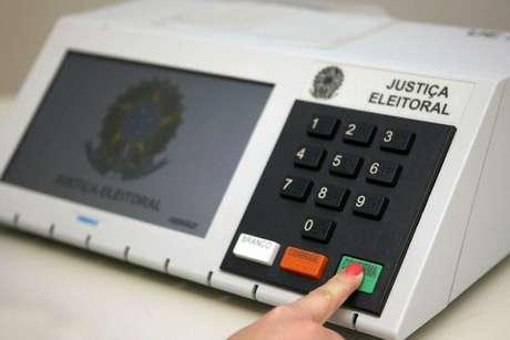Adiar eleições beneficia políticos 'ficha-suja', diz TSE