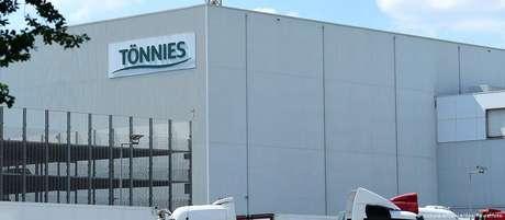 Frigorífico Tönnies: surto em unidade de processamento de carnes gera restrições para população local