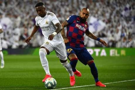 Real Madrid e Barcelona estão na disputa pelo título do Campeonato Espanhol (Foto: GABRIEL BOUYS / AFP)