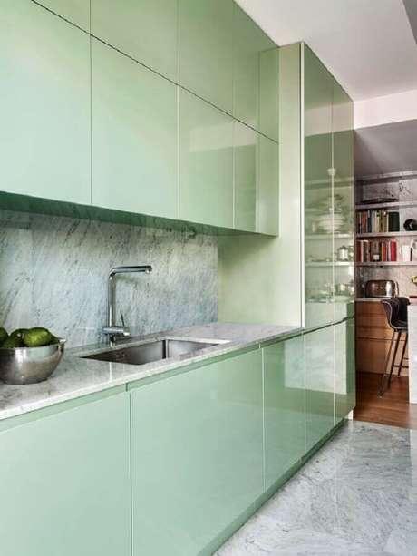 12. Decoração para cozinha verde menta com armários planejados modernos – Foto: Pinterest