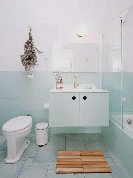 16. Paleta verde menta para decoração de banheiro simples – Foto: A Casa Delas