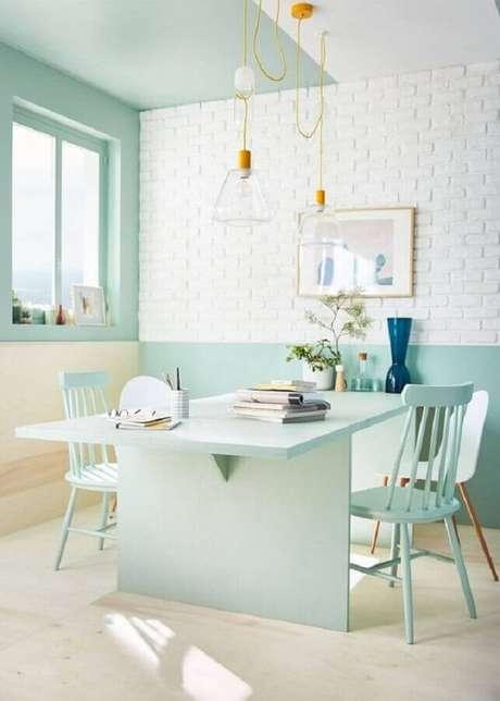 30. Decoração clean para sala de jantar verde menta e branca – Foto: Pinterest